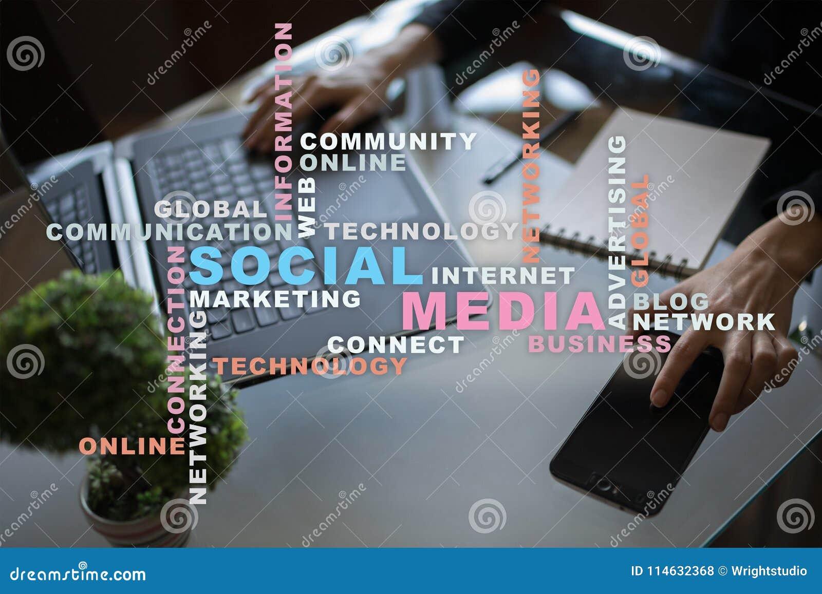 Sociale media netwerk en marketing Zaken, technologieconcept Woordenwolk op het virtuele scherm