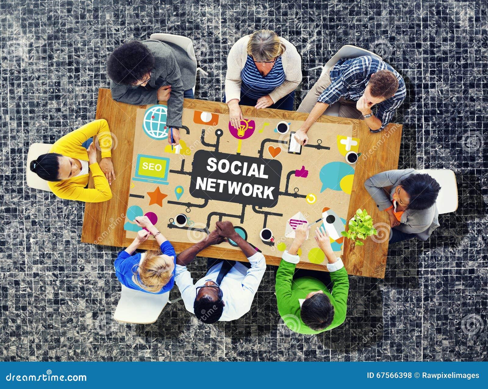 Sociedade em linha do Internet social da rede que conecta os meios sociais C