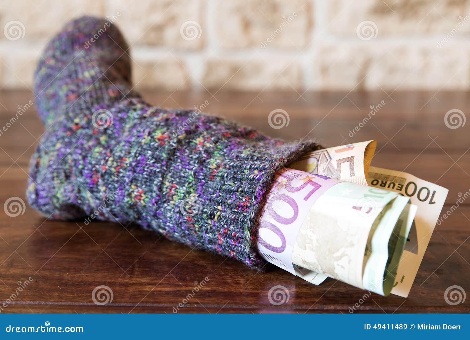 Download Socke voll des Geldes stockbild. Bild von bargeld, rezession - 49411489
