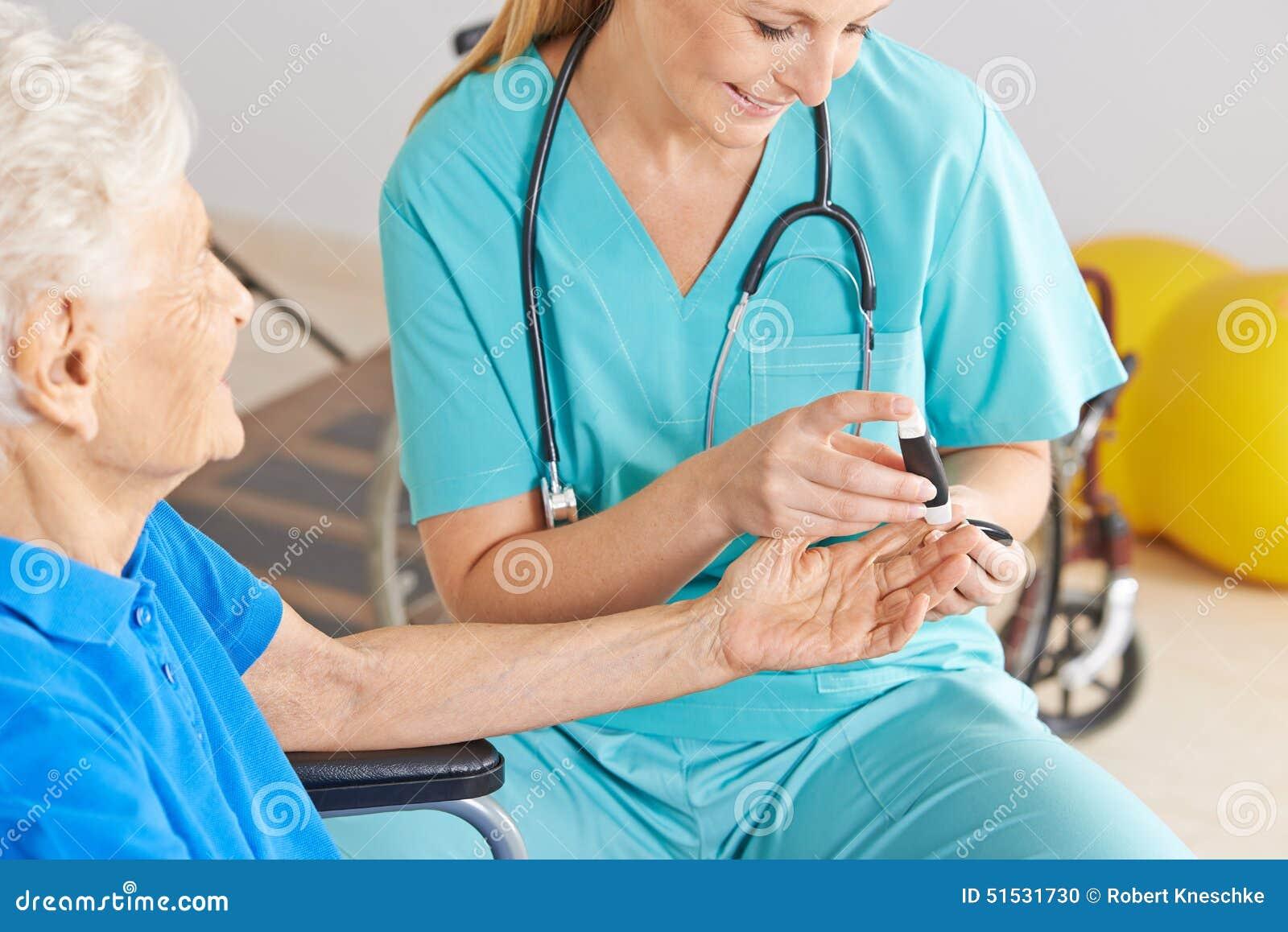 Socker för blod för Geratric sjuksköterskaövervakning