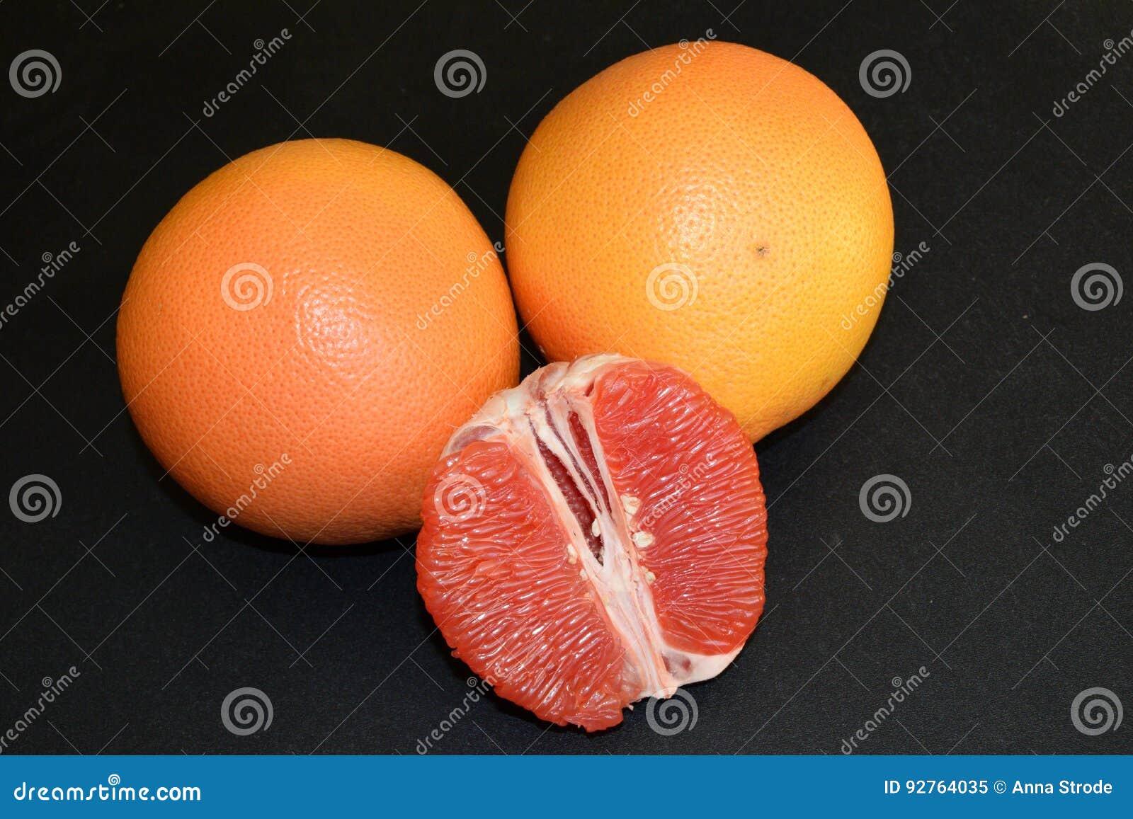 Soczyści i smakowici grapefruits