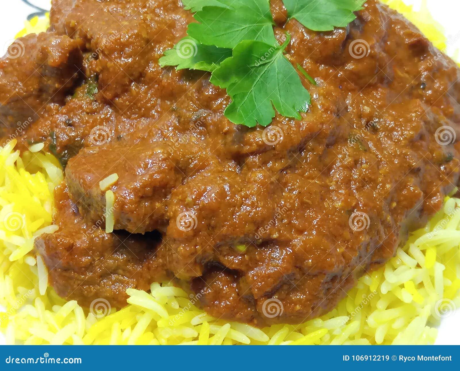 Soczysta i korzenna wołowina Madras i pilau ryż