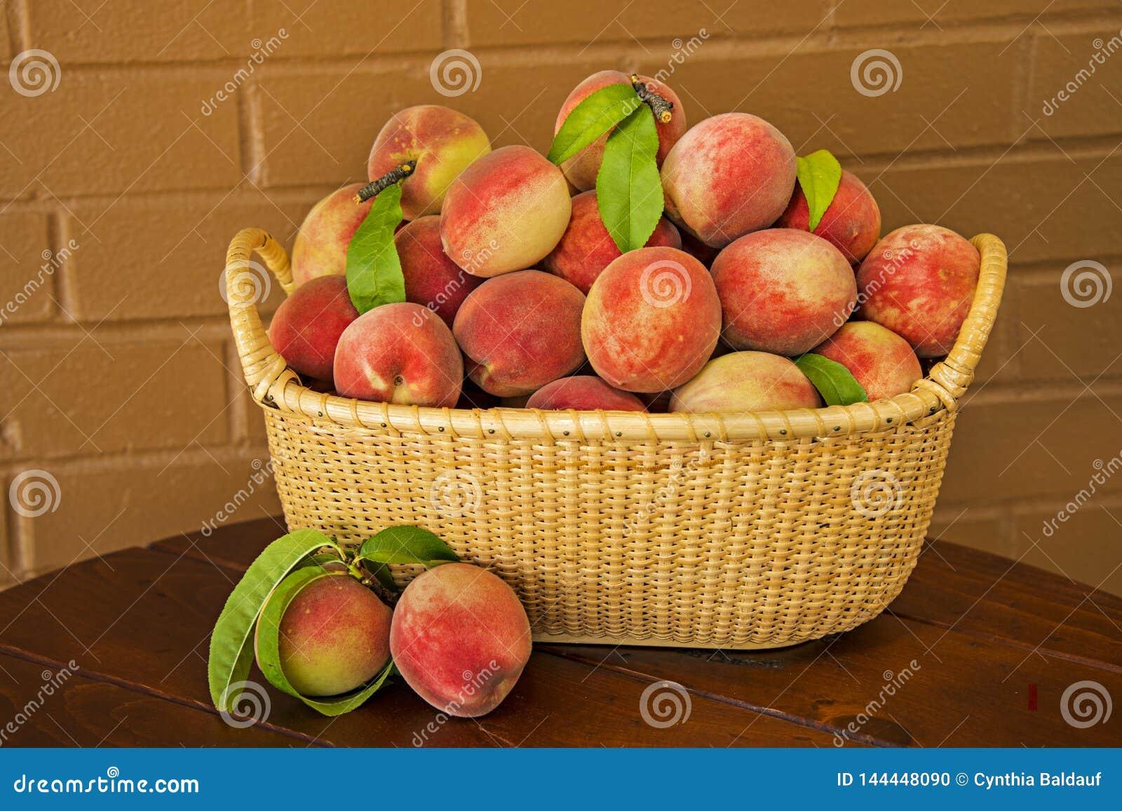 Soczyste Dojrzałe brzoskwinie Gotowe dla kulebiaka