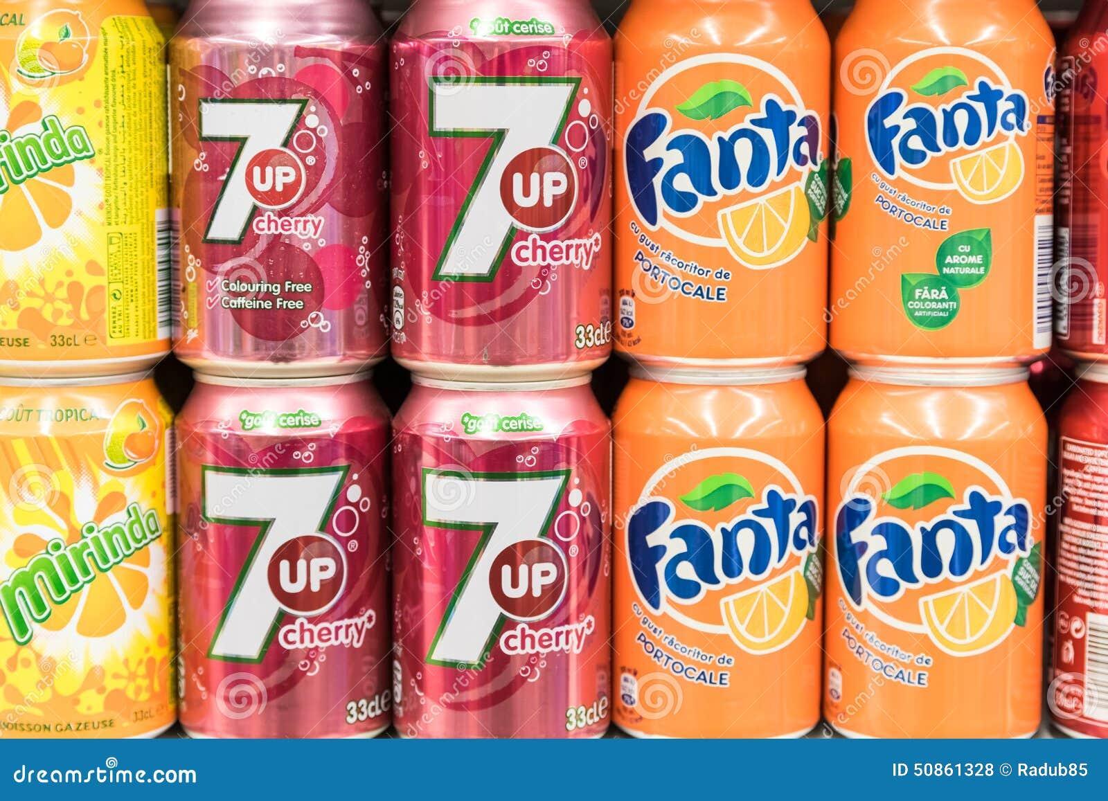 Soda-Getränke Auf Supermarkt-Stand Redaktionelles Stockfoto - Bild ...