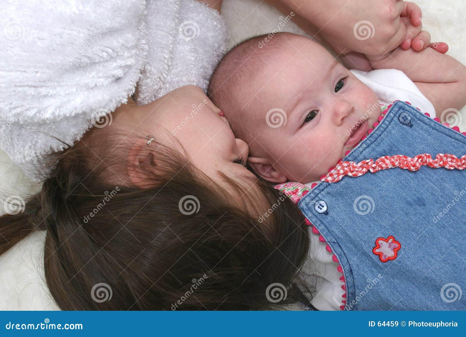 Download Soeurs 01 image stock. Image du heureux, soeurs, enfants - 64459