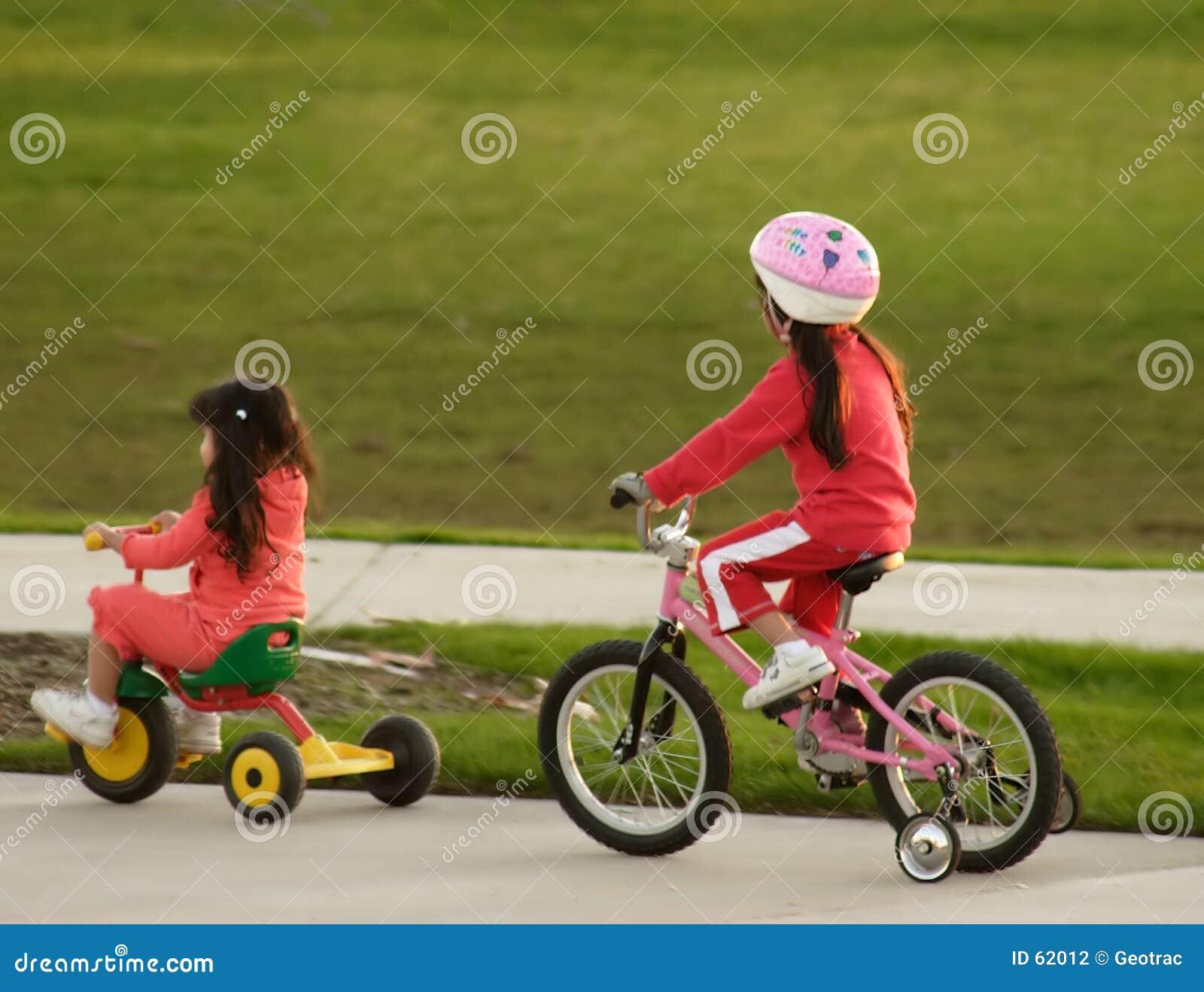 Download Soeurs photo stock. Image du fille, filles, portion, enseignez - 62012