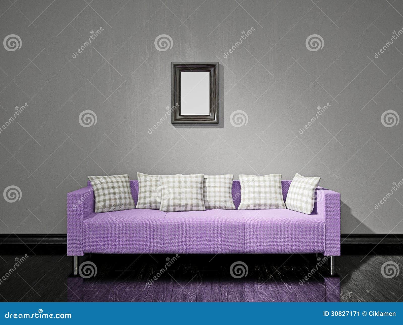 Sofà viola vicino alla parete