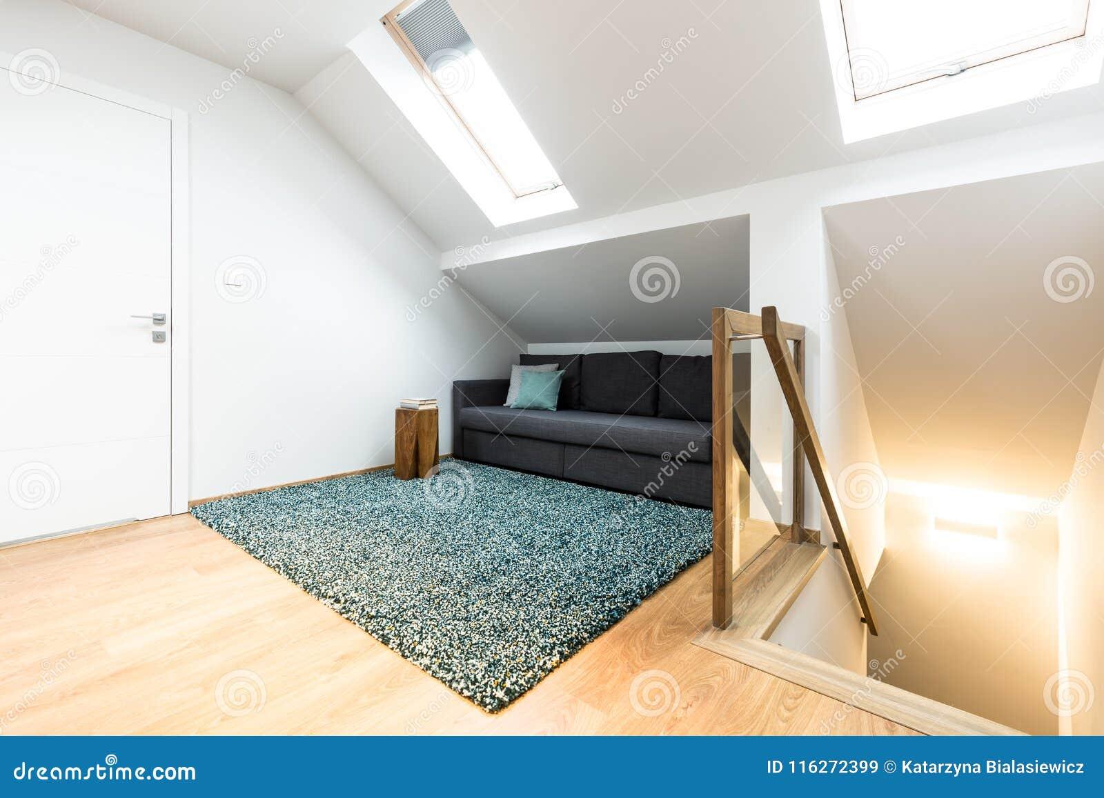 Sofa caché dans le grenier