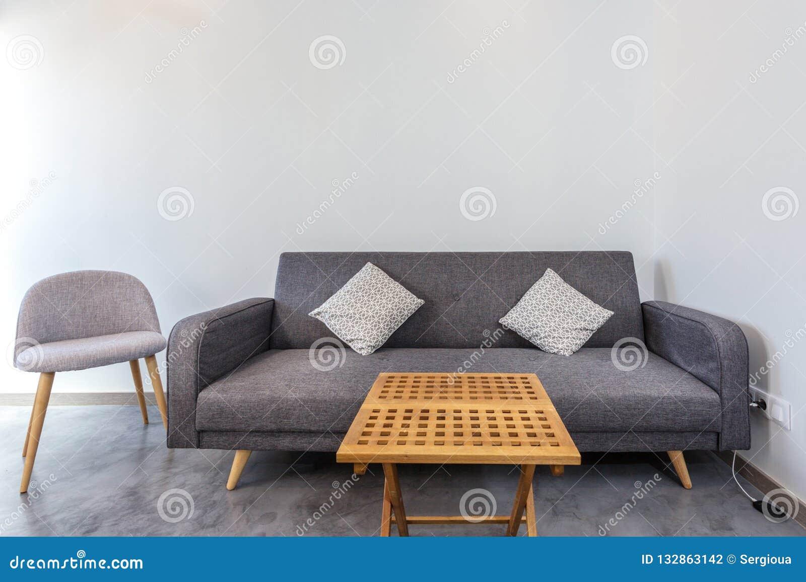 Sofa Classique Avec Des Chaises Et Une Table Basse Dans La Chambre