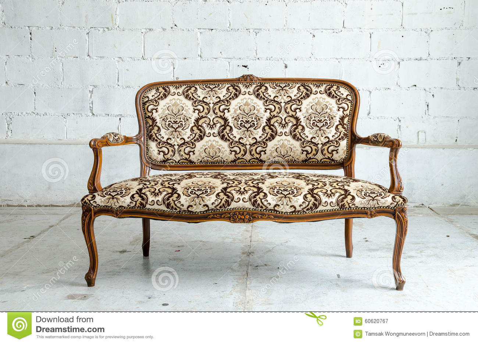 Sofa classique luxueux de vintage