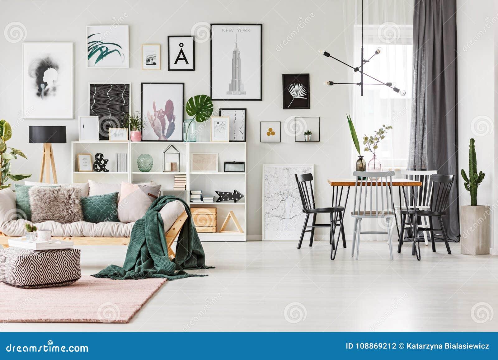 Sofa dans l intérieur multifonctionnel