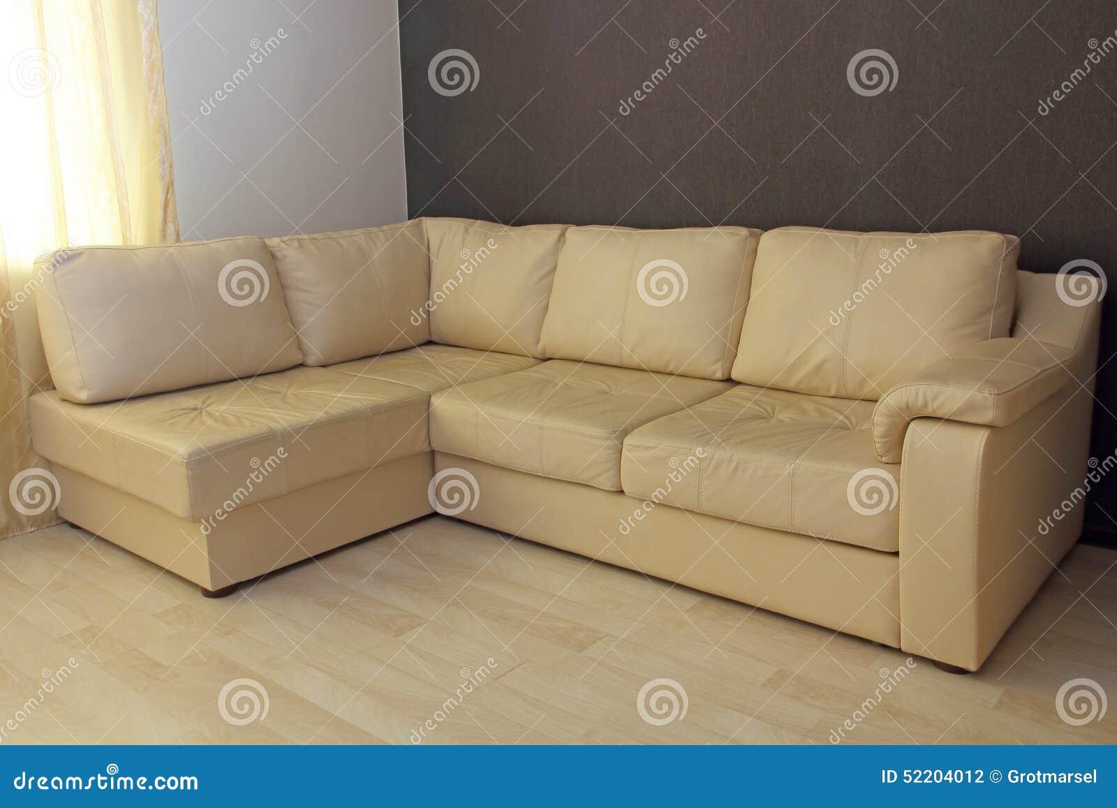Sofa en cuir faisant le coin beige moderne dans le salon photo ...