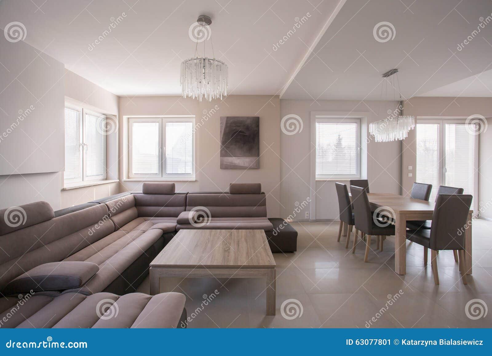 Download Sofa Faisant Le Coin Confortable Image stock - Image du divan, résidence: 63077801