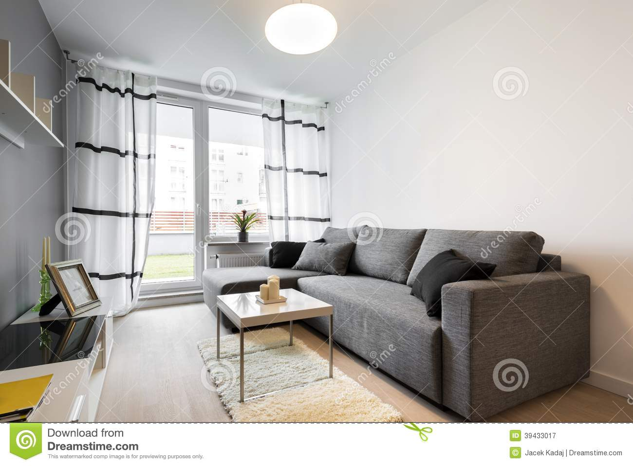 Sofa gris dans le salon moderne photo stock   image: 39433017