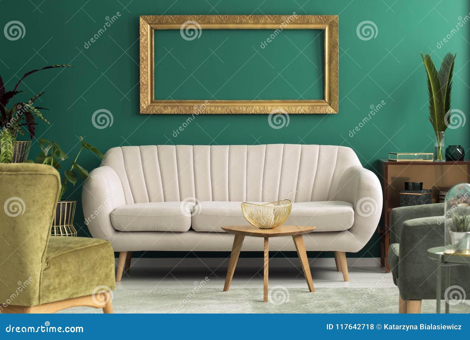 Sofa lumineux dans l intérieur vert