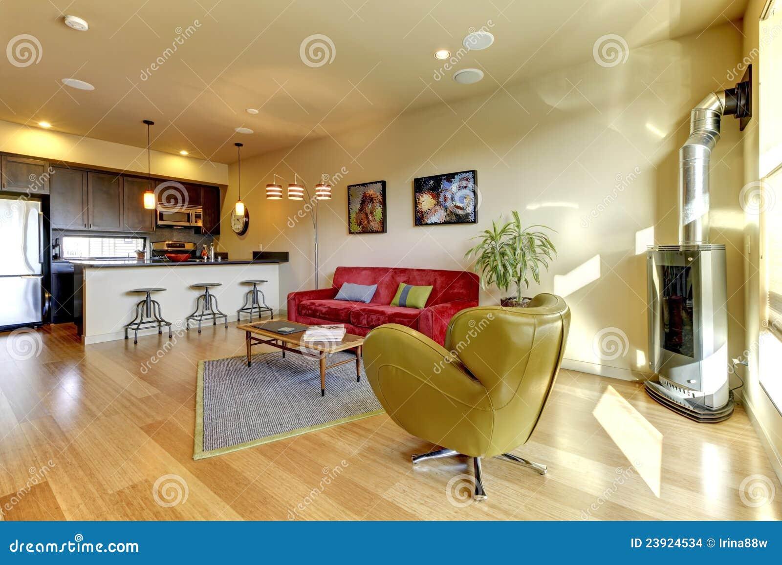 Salle de bain rouge et jaune avec plus de clarté photographies ...