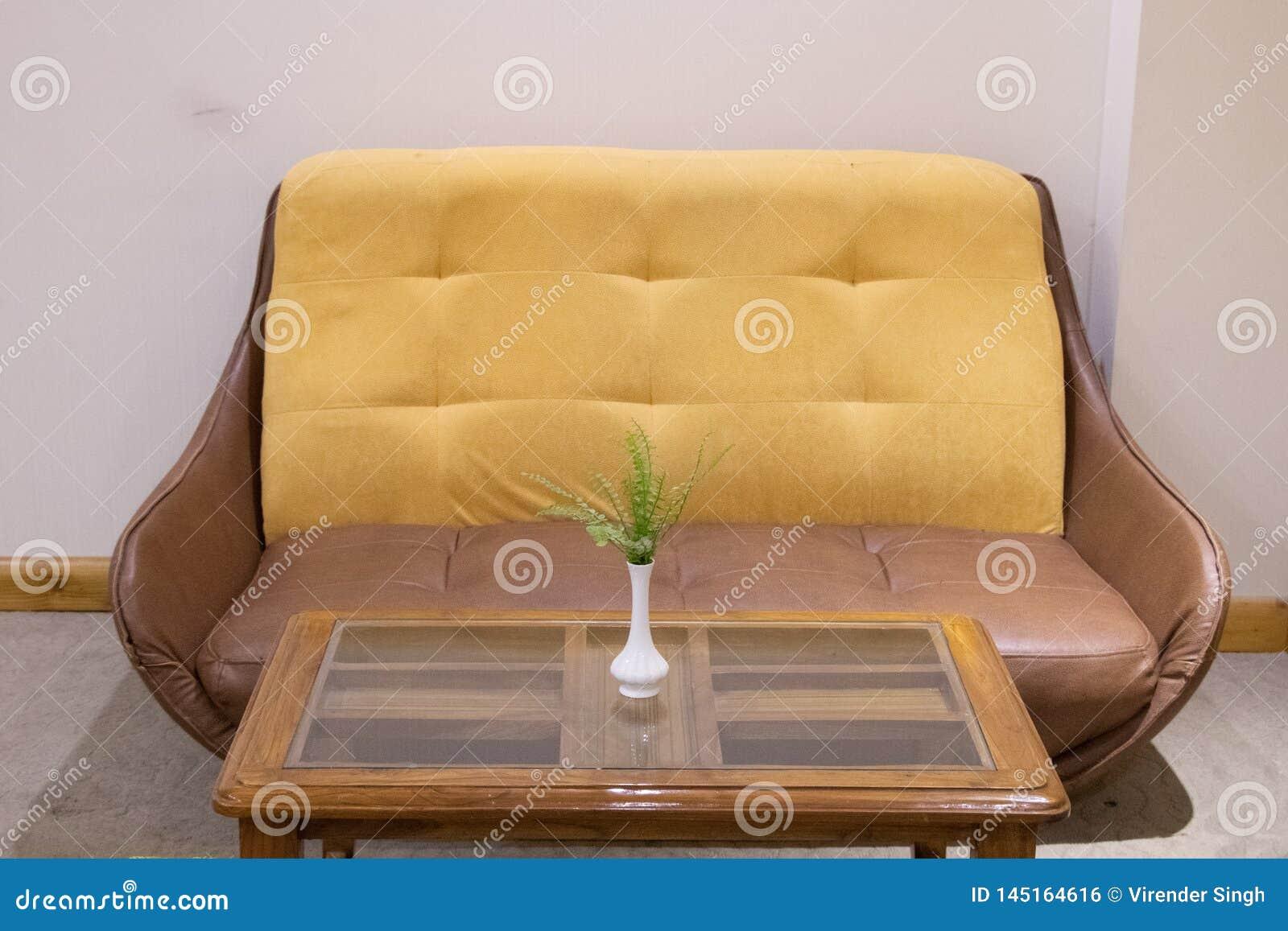 Sofa und Tabelle