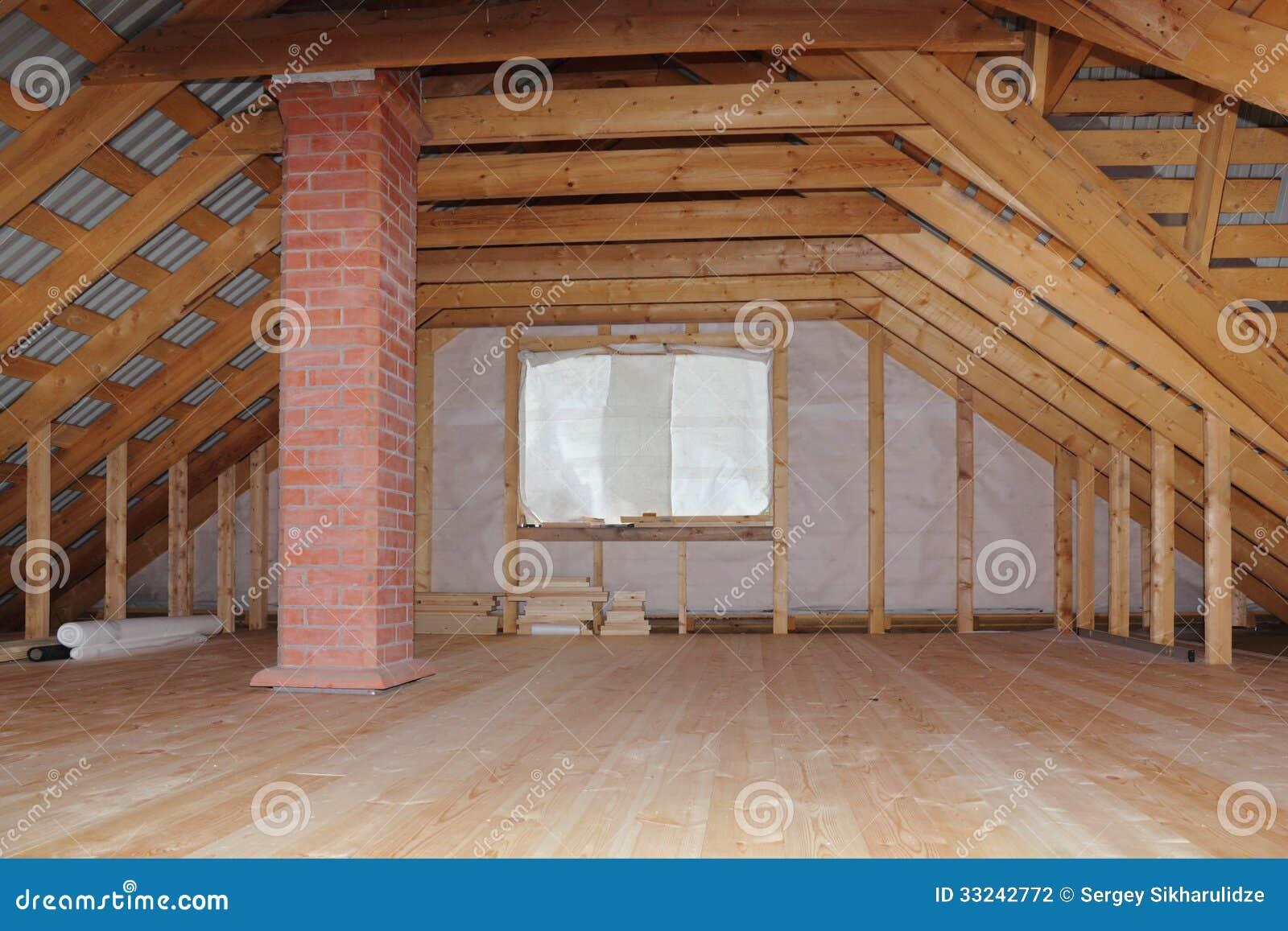 Soffitta con il camino nella vista globale in costruzione for Creatore della pianta della casa