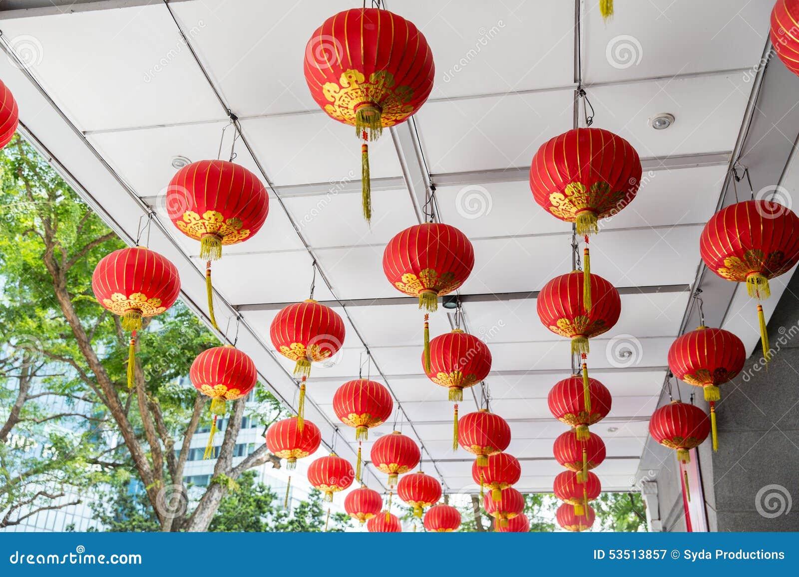 Decorazioni Con Lanterne Cinesi : Soffitto decorato con l attaccatura delle lanterne cinesi immagine
