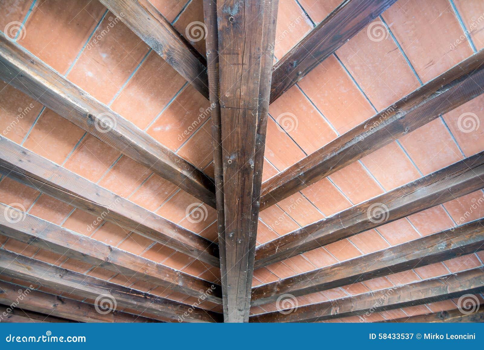 Soffitto della casa di campagna fotografia stock for Architettura della casa di campagna