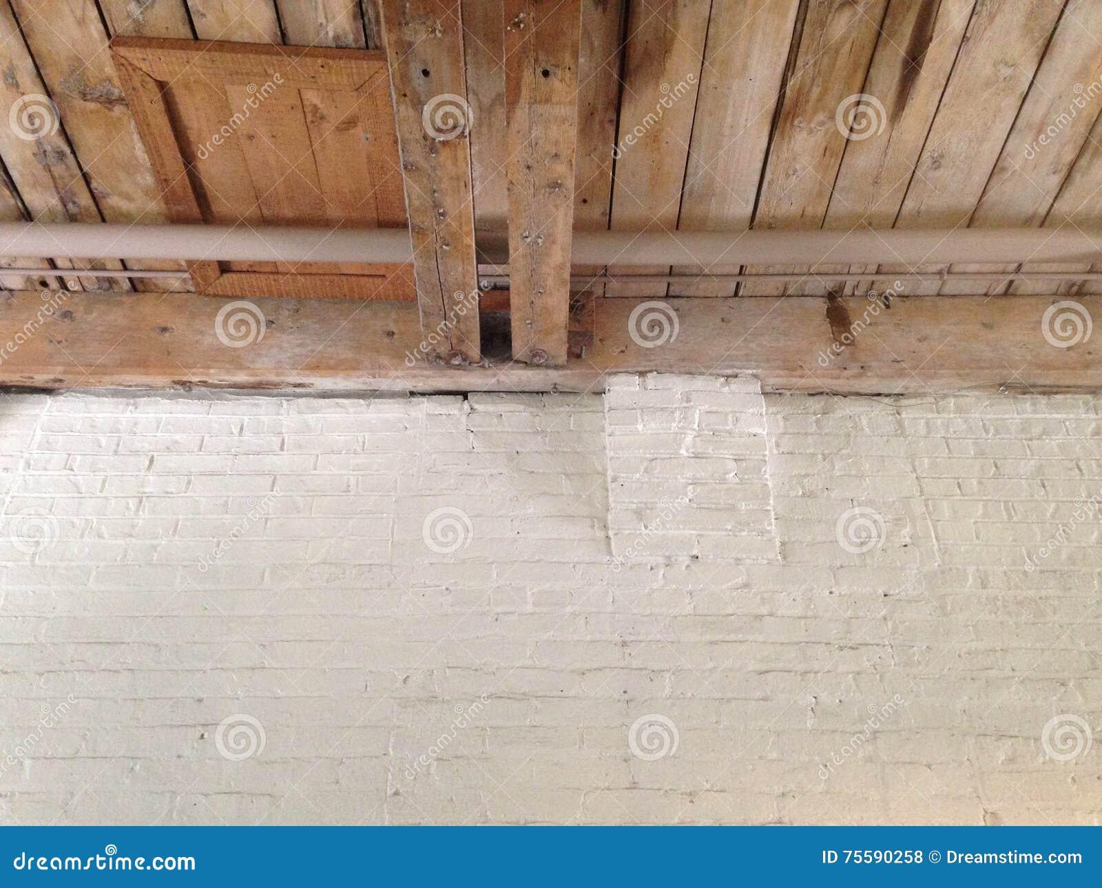 Soffitti In Legno Bianco : Soffitti legno bianco immobili a bianco mitula case
