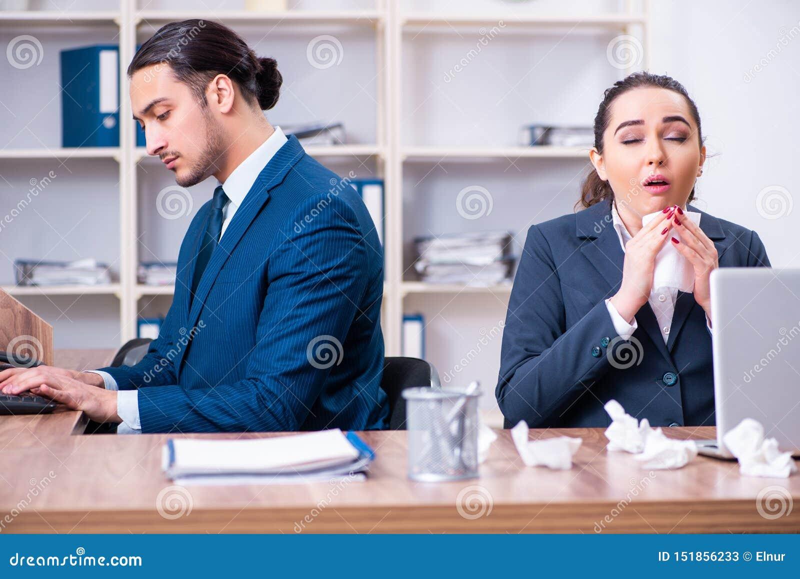 Sofrimento de dois empregados no local de trabalho
