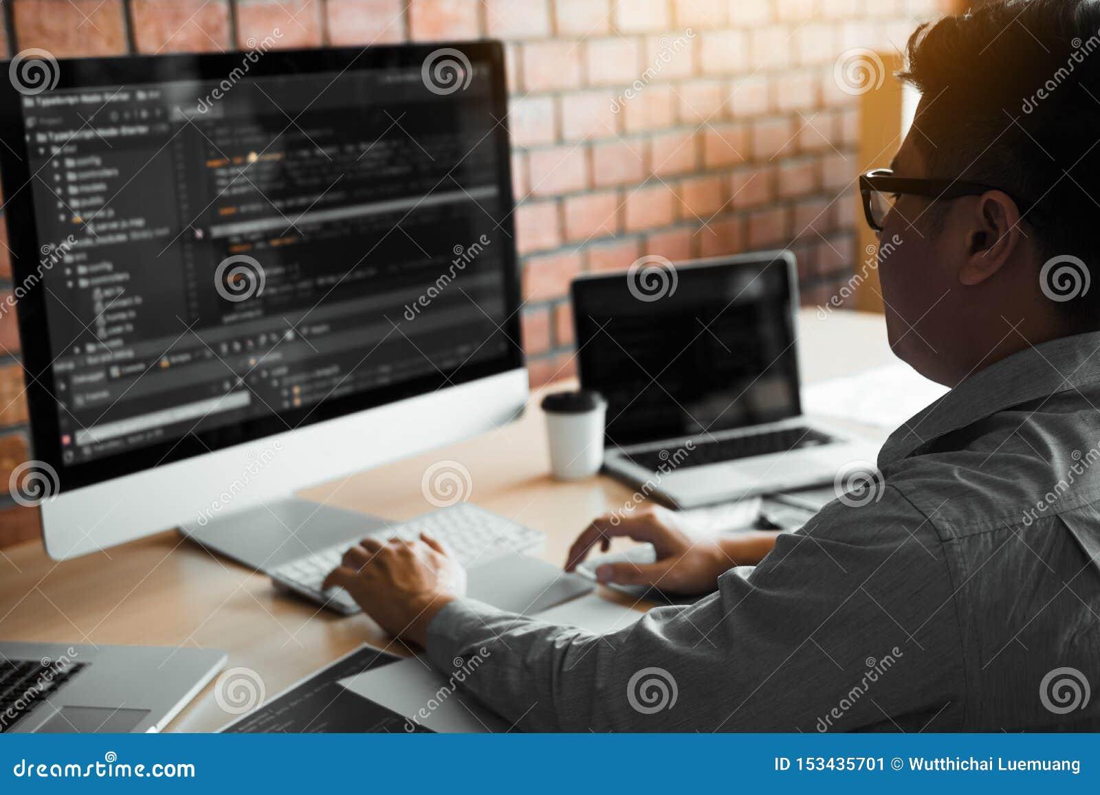 Software di lavoro di progettazione di funzionamento di sviluppo di web del computer dello sviluppatore di programma di codice de