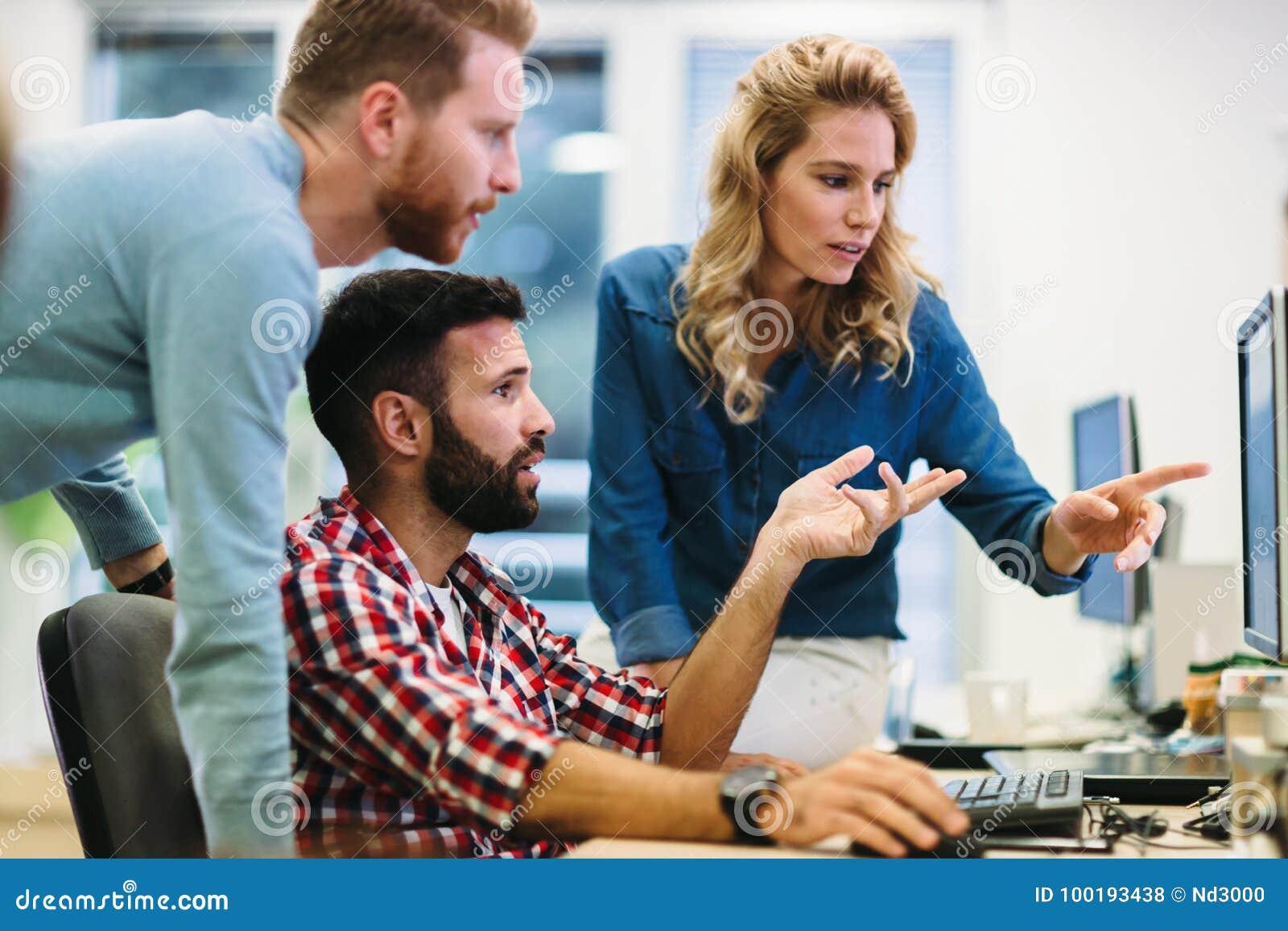 Software Engineers que trabalham no projeto e que programam na empresa