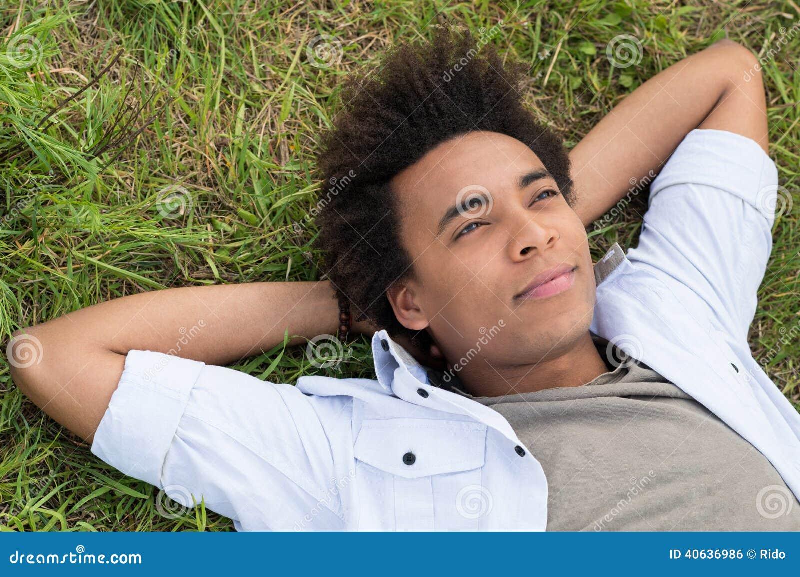 Sogno dell uomo africano giovane