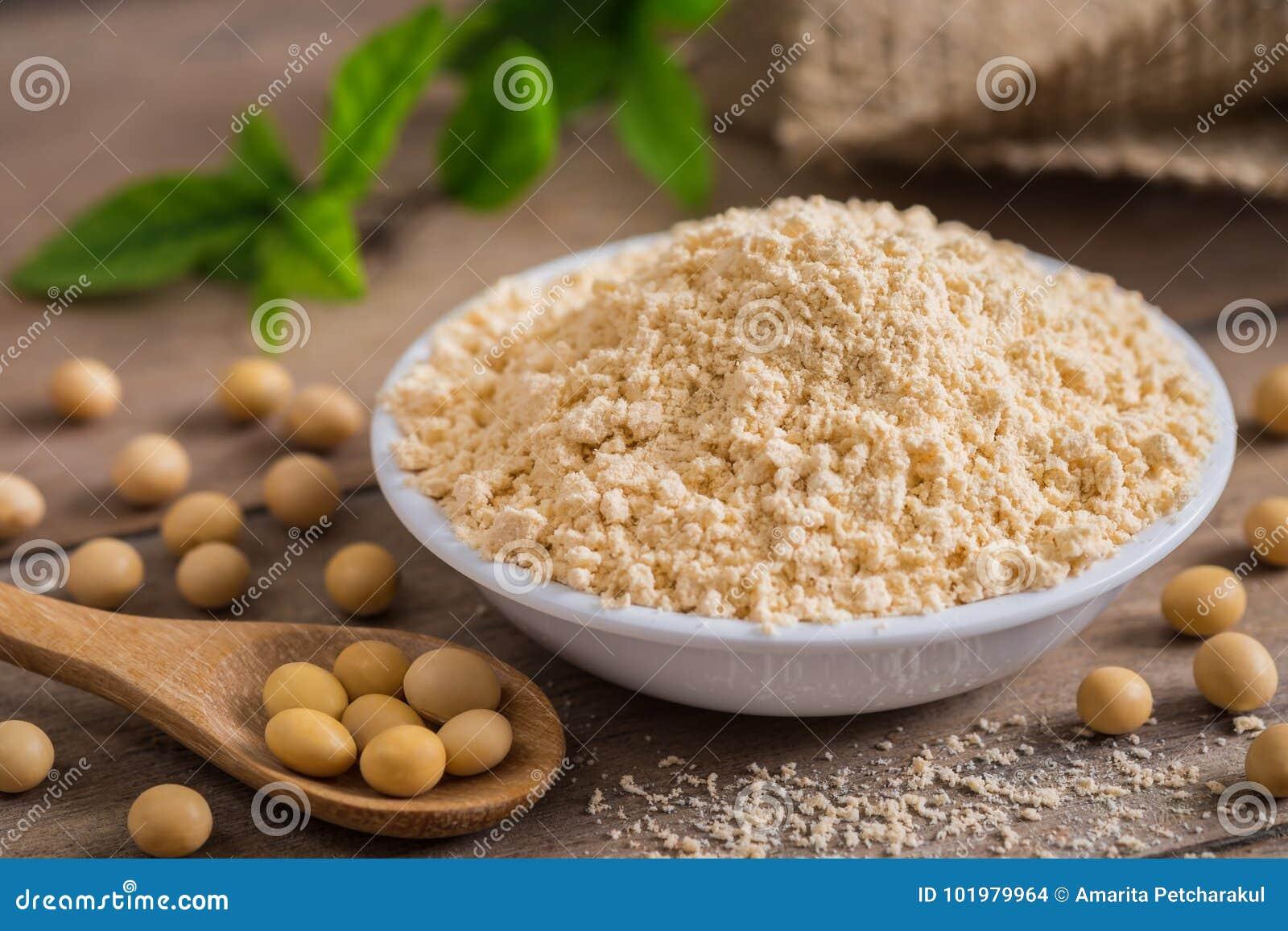 Soi mąka w pucharze i soi