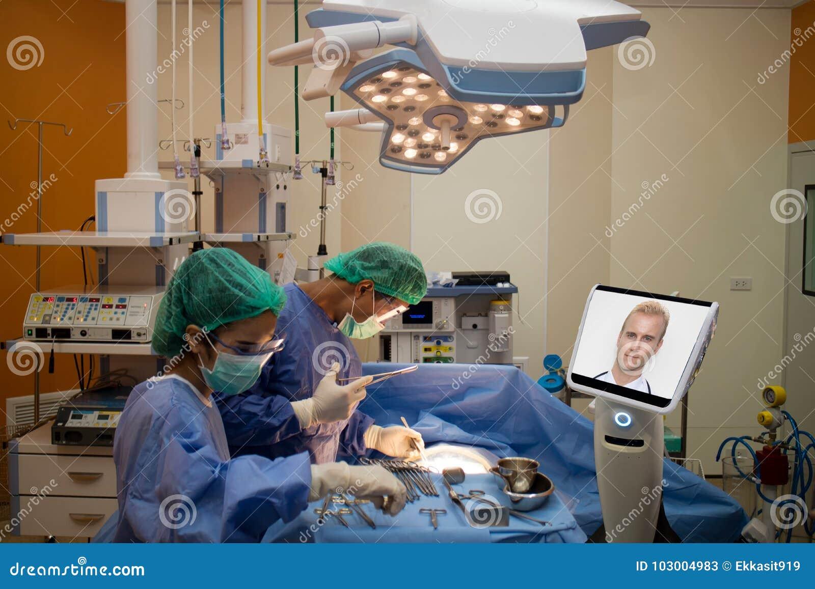 Soignez le patient de chirurgie dans la salle d opération dans l hôpital et l entretien, c