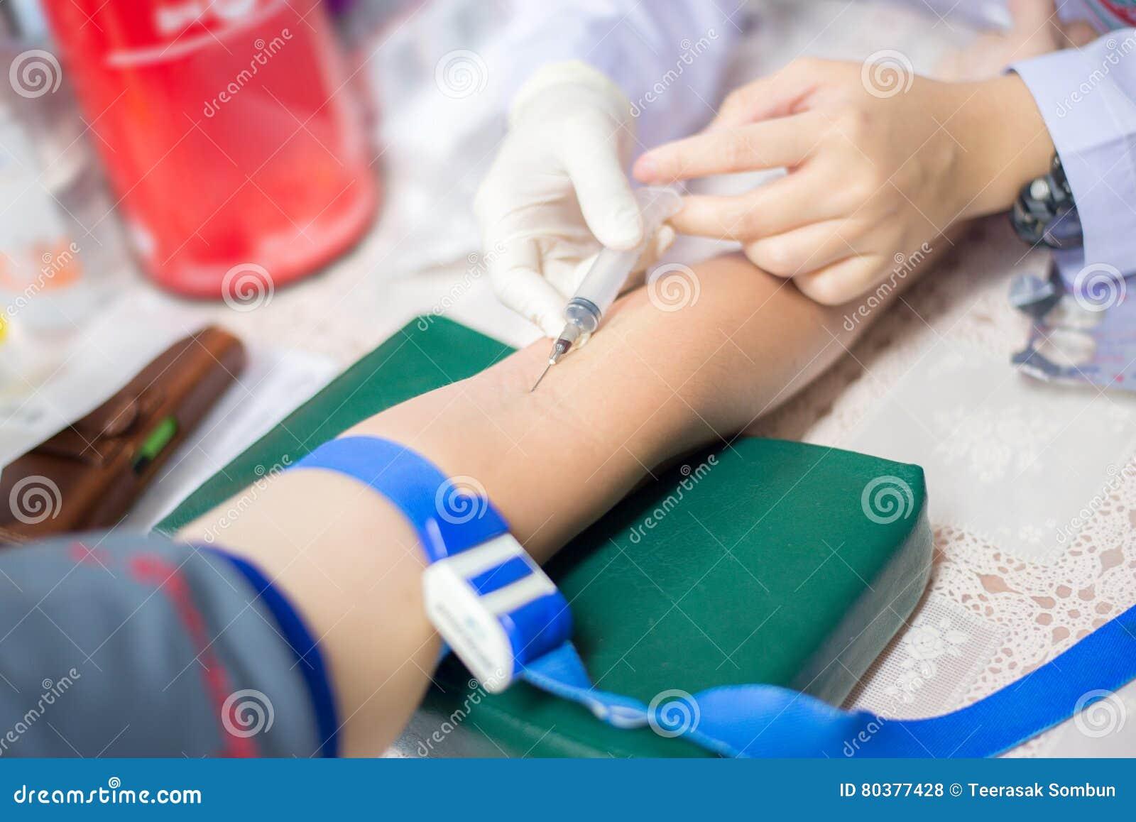 Soignez prendre à une prise de sang pour l essai la santé