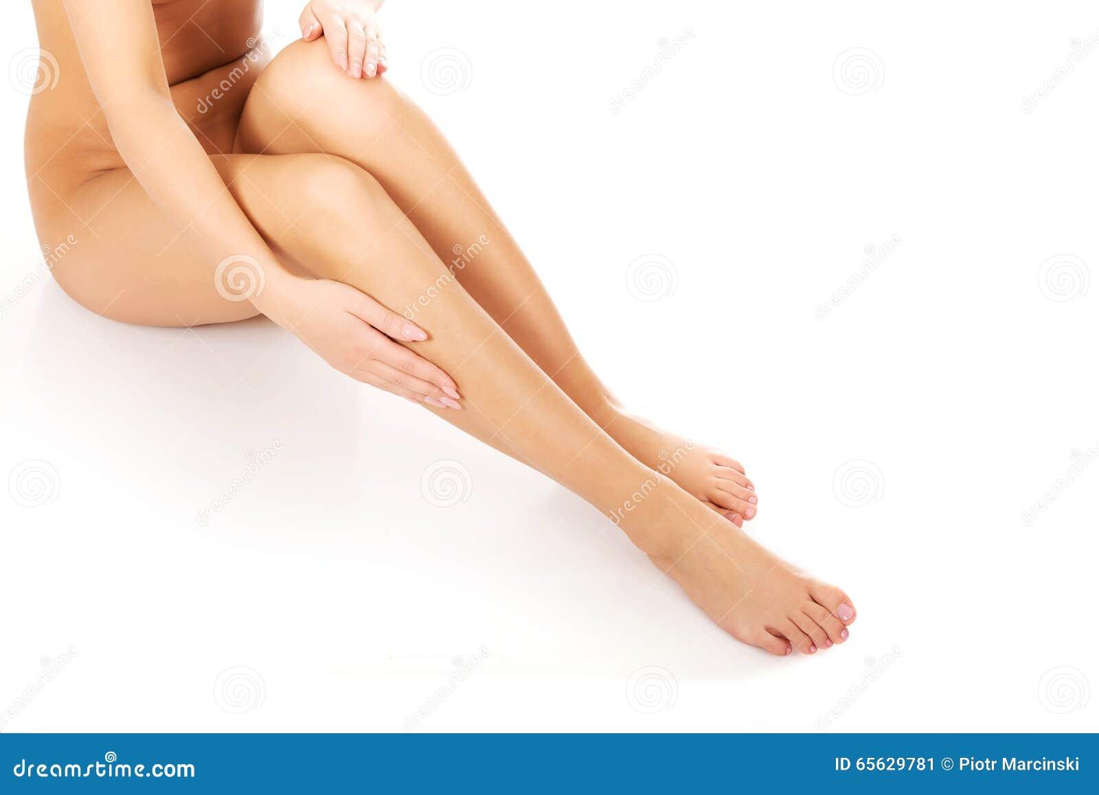 Soins de femme au sujet de ses jambes