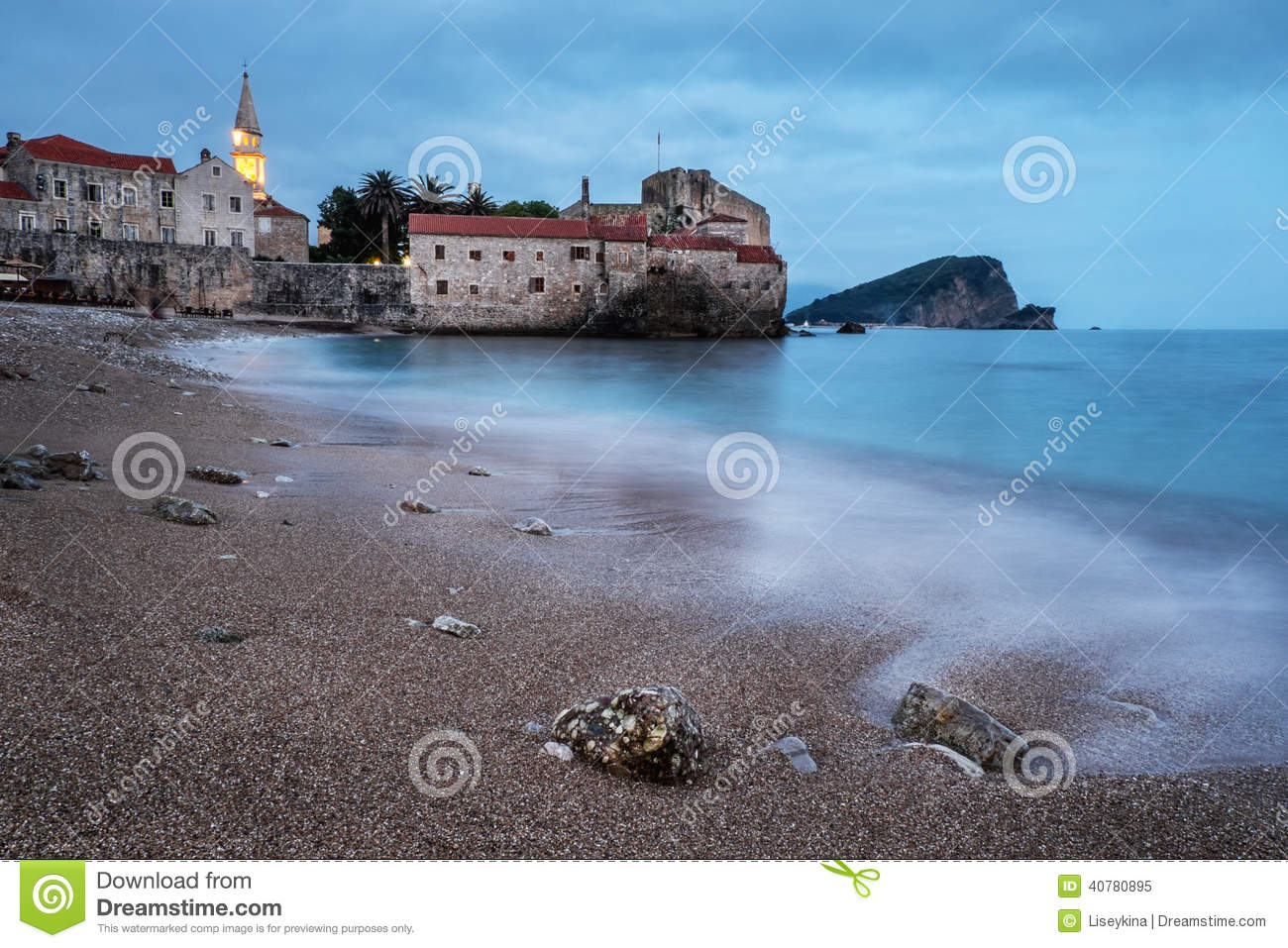 Soir e dans la vieille ville de budva photo stock image for Piscine destock