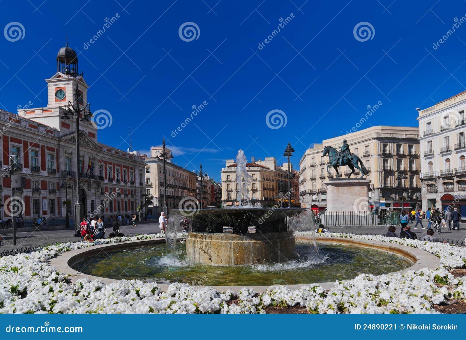 Sol plaza in madrid spain stock image image 24890221 for Sol plaza madrid