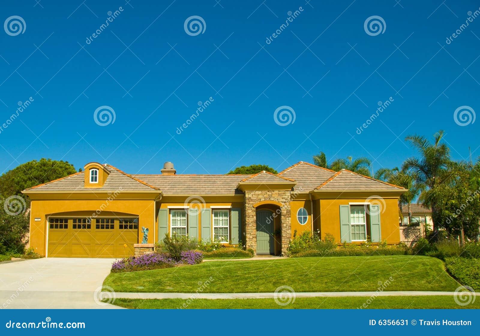 Sola casa ideal de la historia en una comunidad perfecta imagen de archivo imagen 6356631 - La casa ideal ...