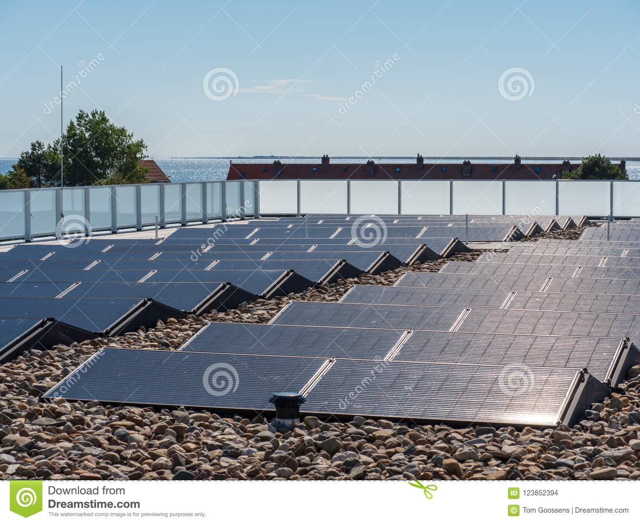Solar panels on a roof for the production of environmentally fri
