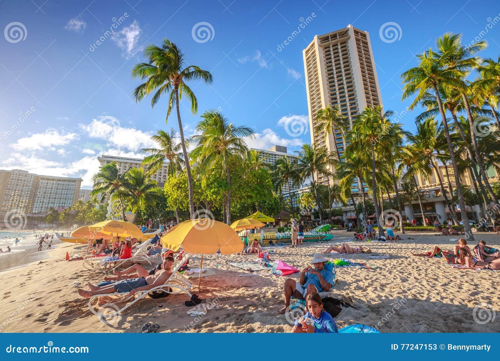 Solbada för Waikiki strand