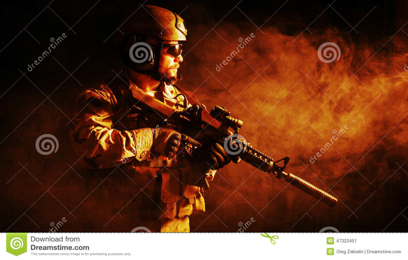 Soldado barbudo de las fuerzas especiales