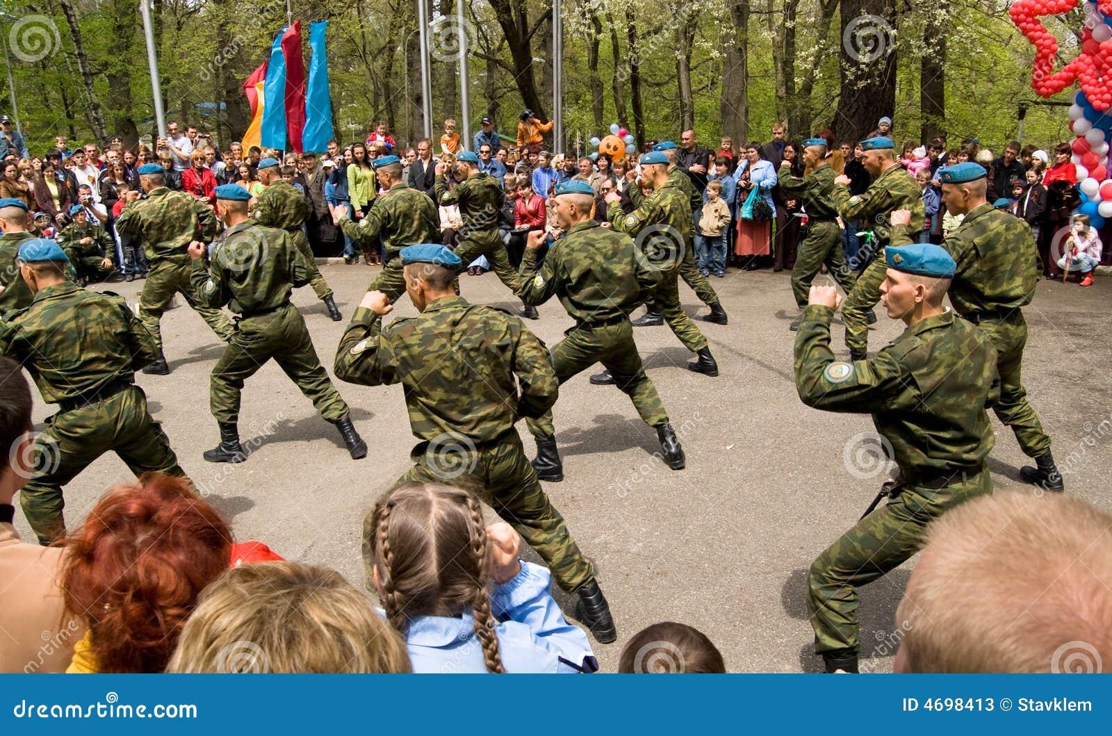 Soldados de caballería rusos