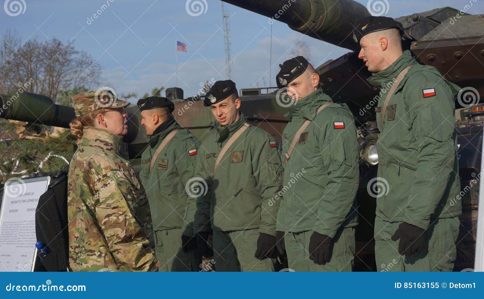 Soldados poloneses e americanos no Polônia de Zagan