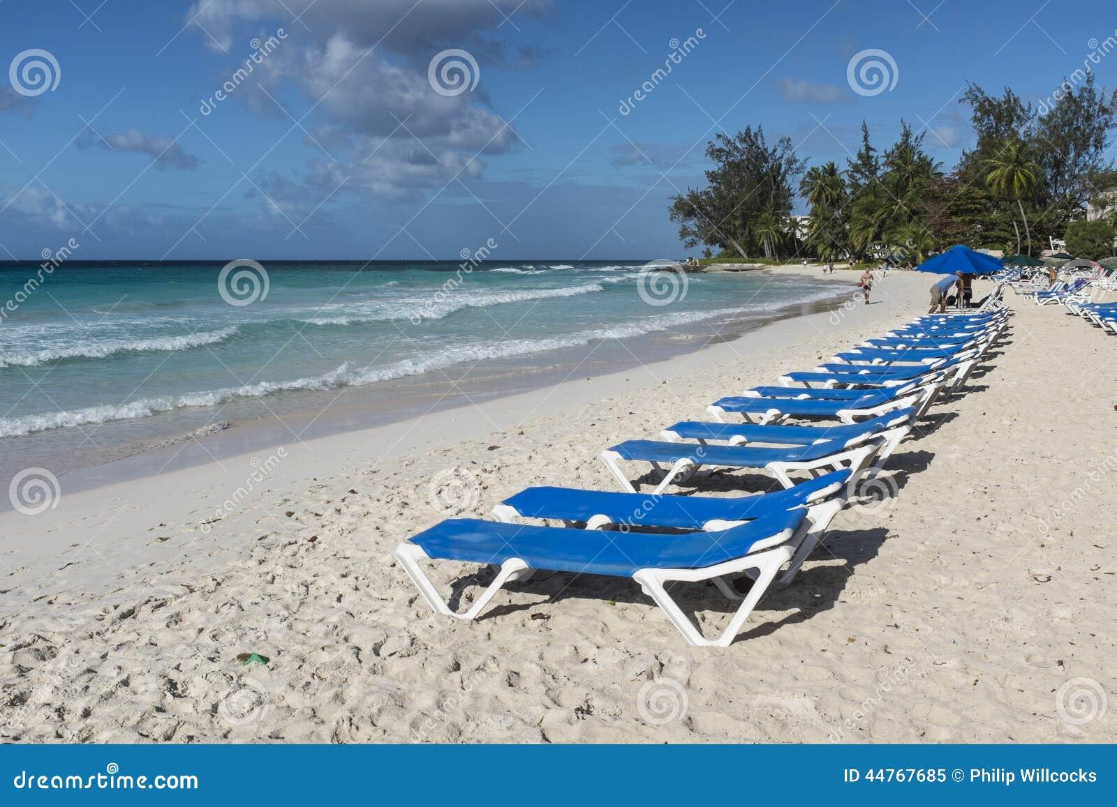 Soldagdrivare på den Rockley stranden Barbados