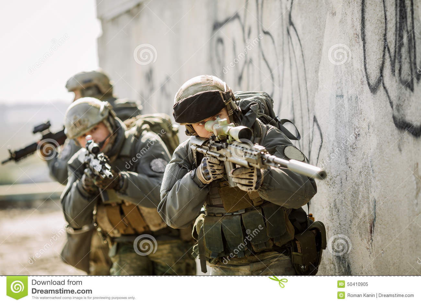 Soldater stormade den byggnad fångade fienden