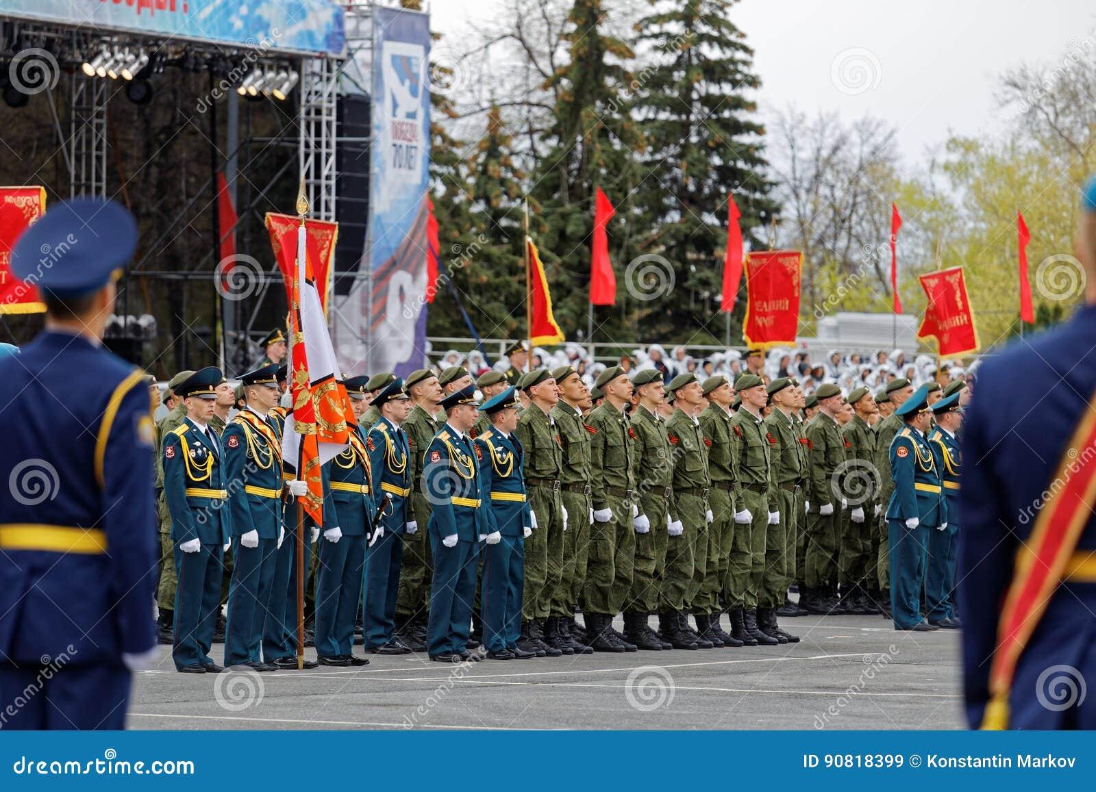 Soldati russi alla parata su Victory Day annuale WWII