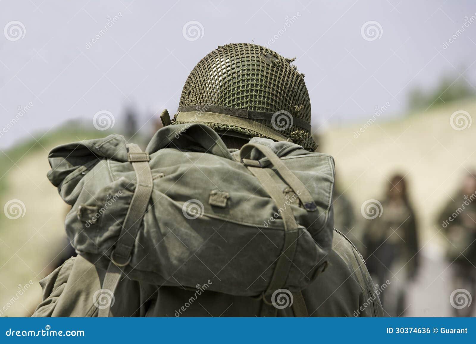 Soldato con il casco