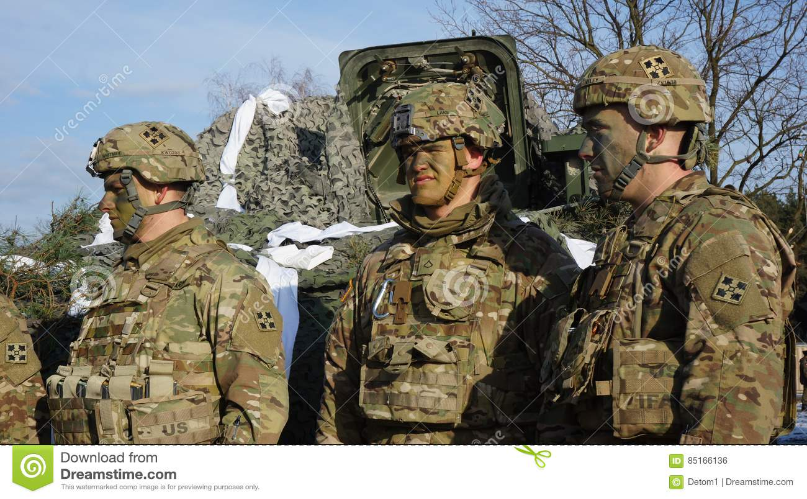 Soldats américains et équipement militaire pour des manoeuvres en Pologne