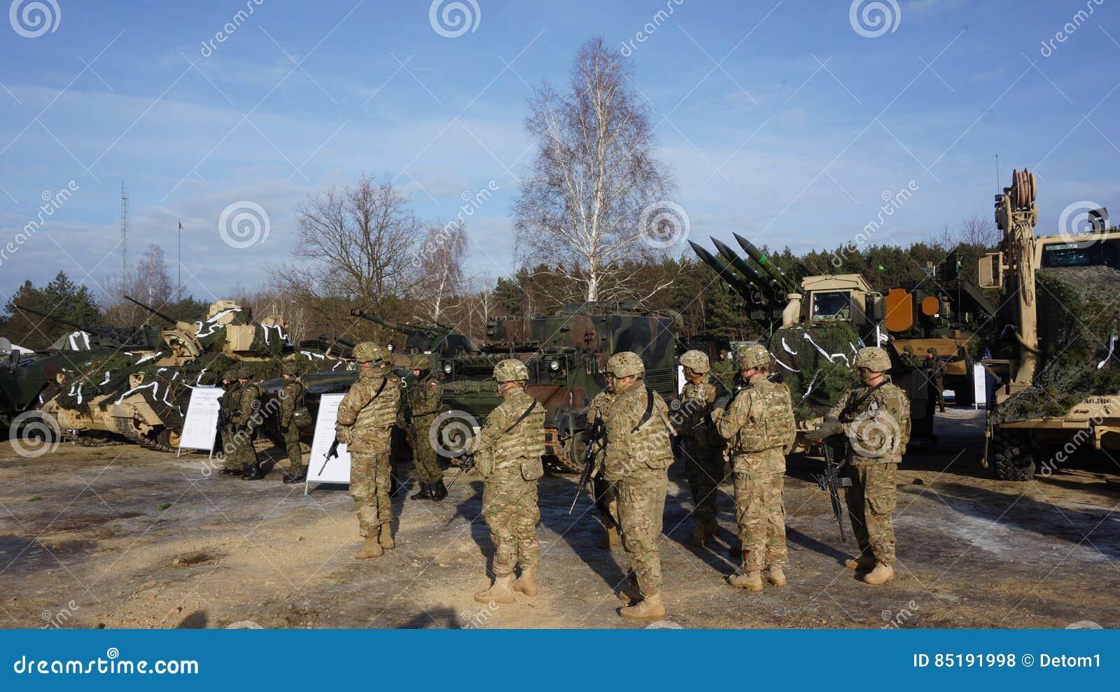 Soldats américains et polonais sur la base de formation Pologne zagan