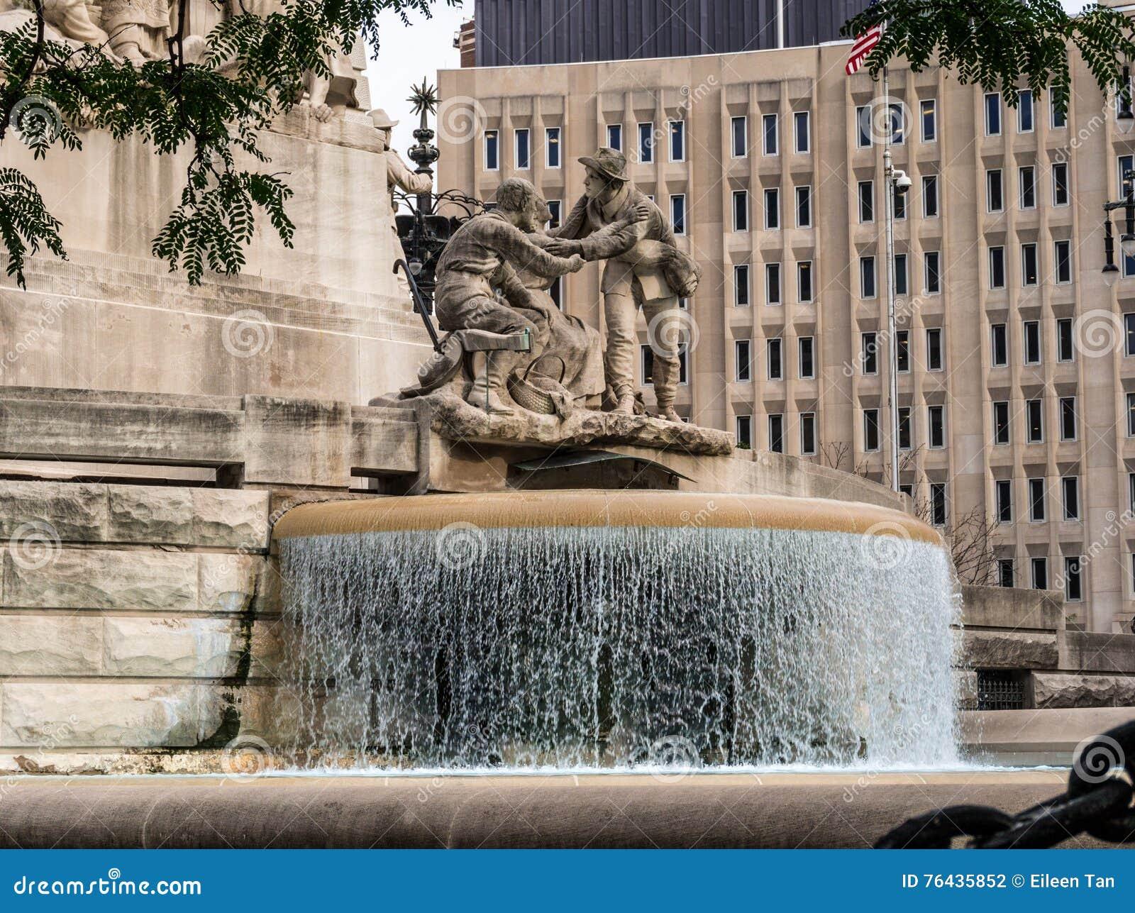 Soldats et monument des marins à Indianapolis