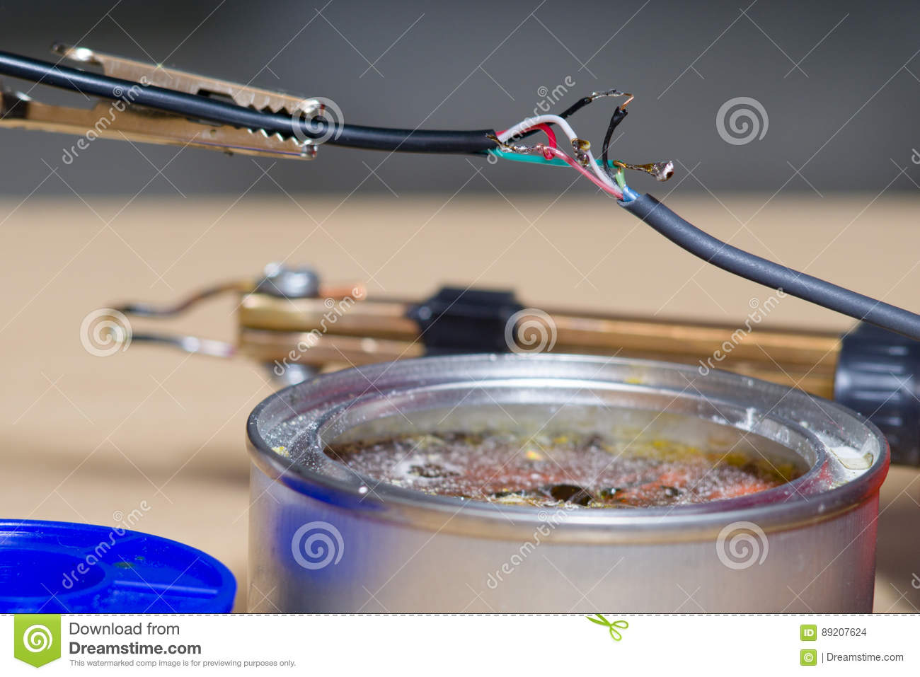 Soldering of electronic wires