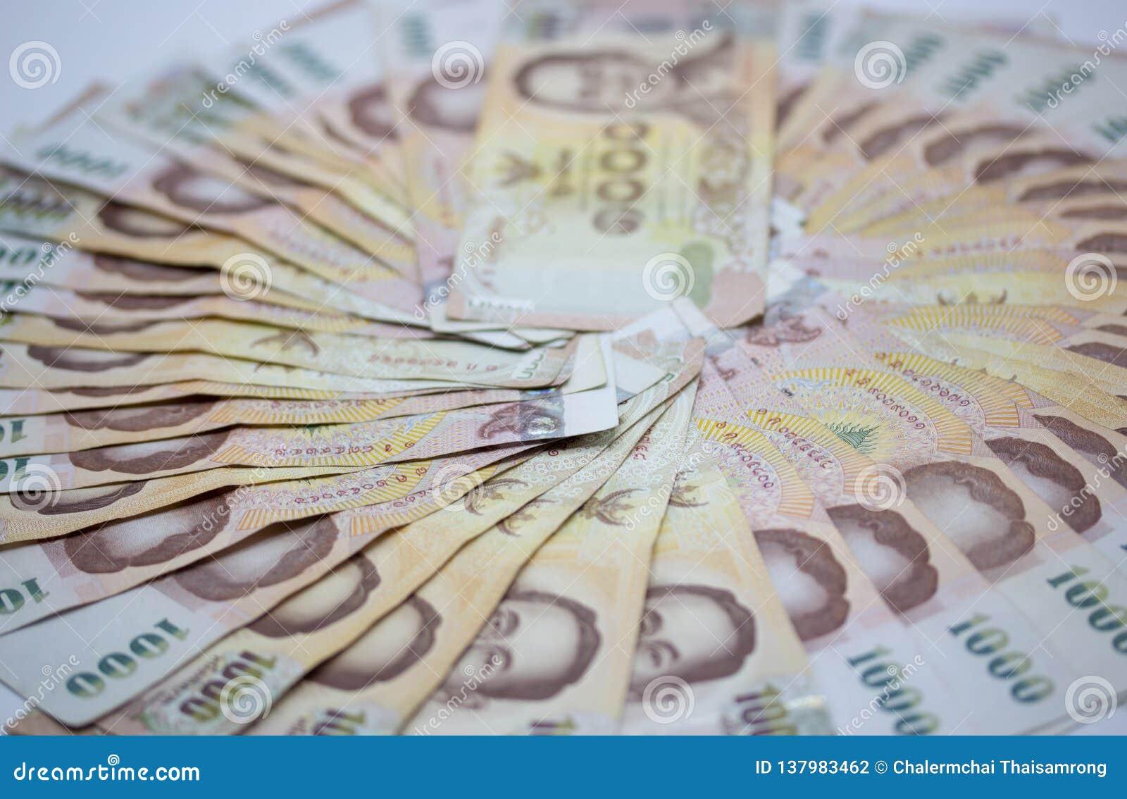 Soldi, bagno tailandese 1000 di valuta vista alta vicina del bagno del denaro contante, cerchio